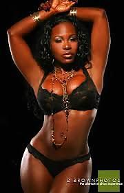 Schwarze Schönheiten in freie Aktbildern