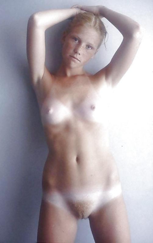 Naturliche Braune Hündinen nackten
