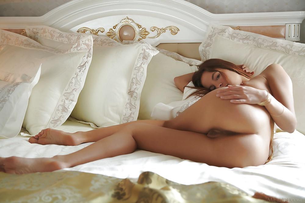 Schönheiten zwischen entspannenden Position in kostelnos Fotografieren