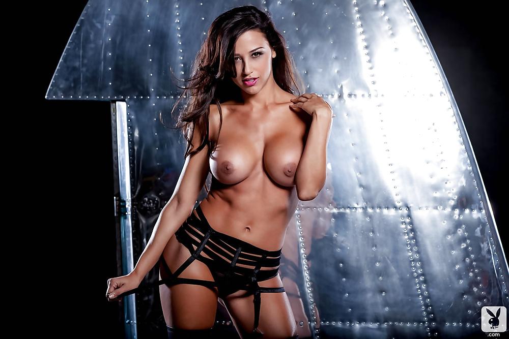 Schönheiten mit braune Haar in Nacktbildern