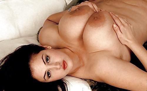 Natürliche große Brüsten in gratis Bildern
