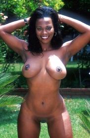 Schwarze Frauen mit sexy Brüsten